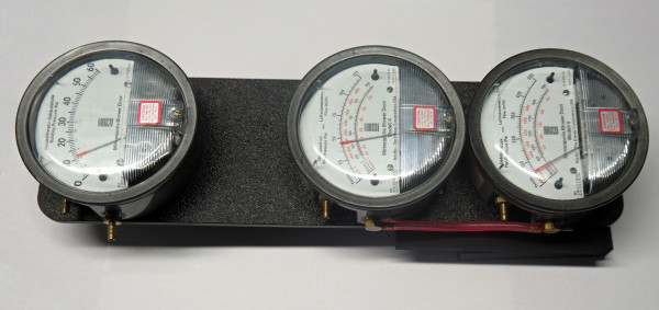 Manufacturer's calibration of the analog pressure gauges